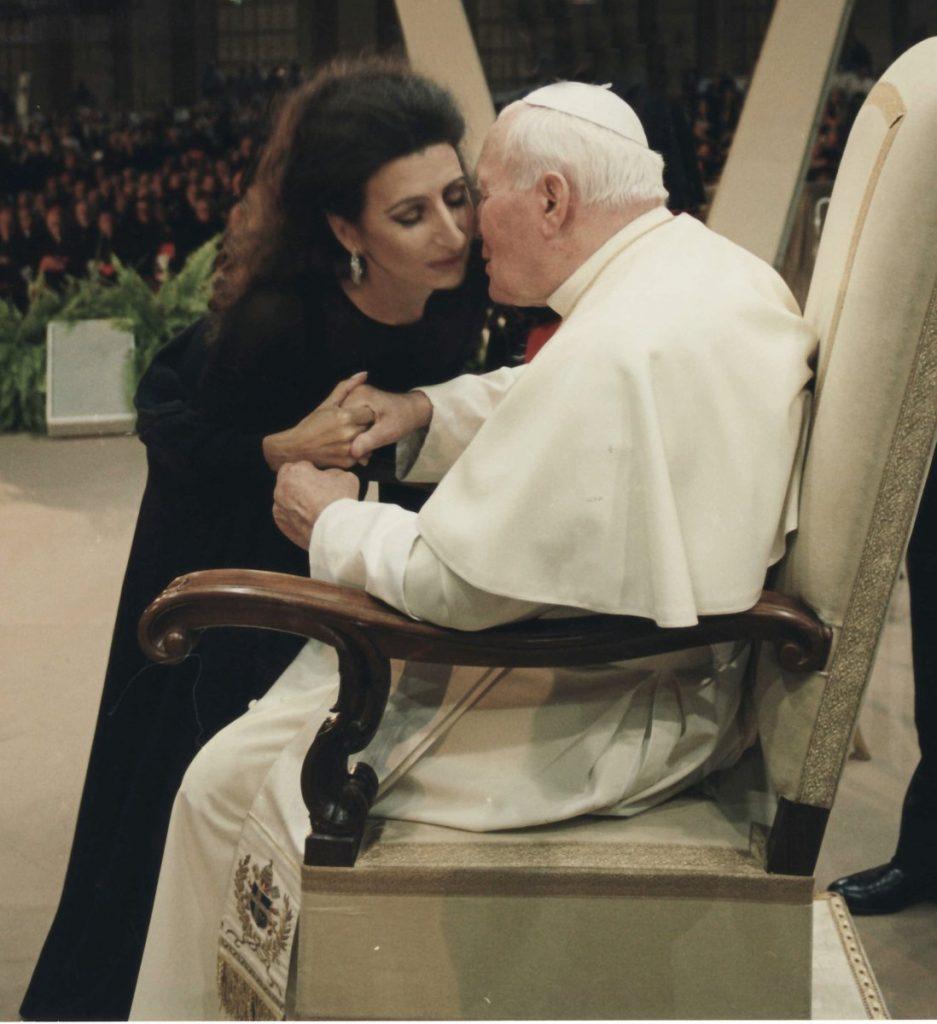 1 LUCIA ALIBERTI col Papa KAROL WOJTYLA dopo il Concerto in Vaticano,3° meeting mondiale delle famiglie,Piazza S.Pietro,Roma