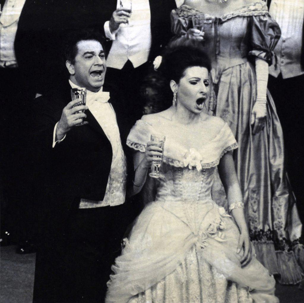 LUCIA ALIBERTI col tenore PLACIDO DOMNGO durante l'Opera _La Traviata_,Staatsoper Hamburg