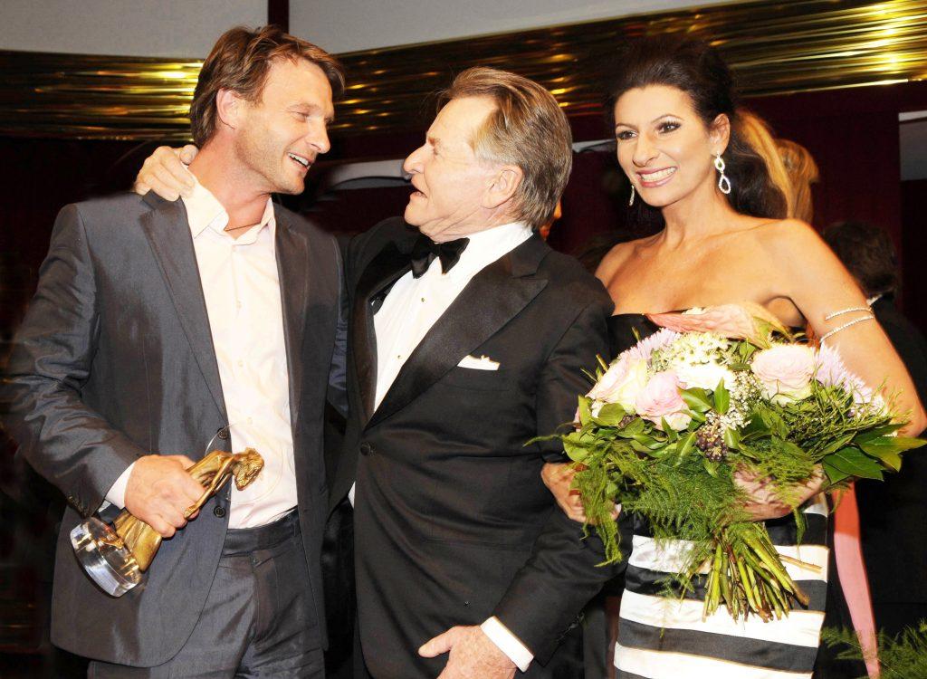 LUCIA ALIBERTI con THOMAS KRESCHMANN ,ELMAR WEPPER durante la premiazione di _DIVA AWARD_ a Monaco