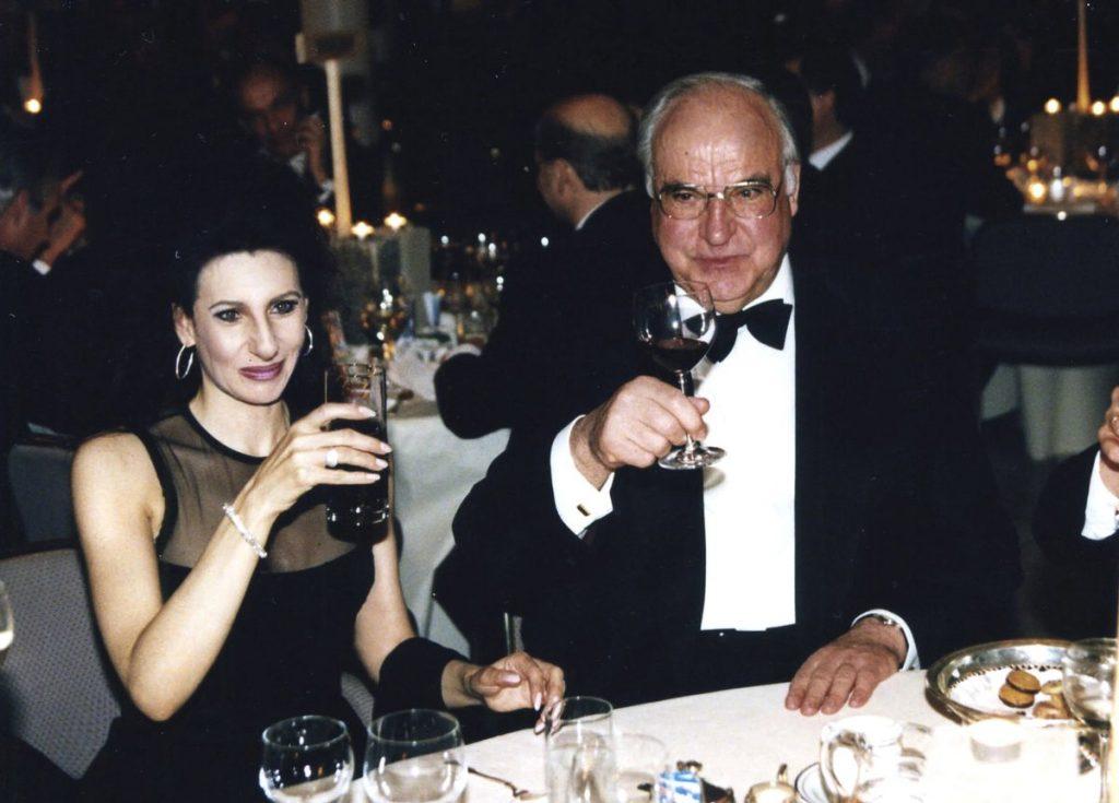 LUCIA ALIBERTI col cancelliere tedesco HELMUT KOHL in Bonn dopo il Concerto