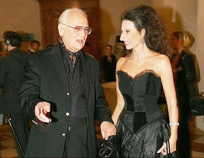 LUCIA ALIBERTI con lo scrittore e regista israeliano EPHRAIM KISHON durante _The Night of the Stars_ a Monaco