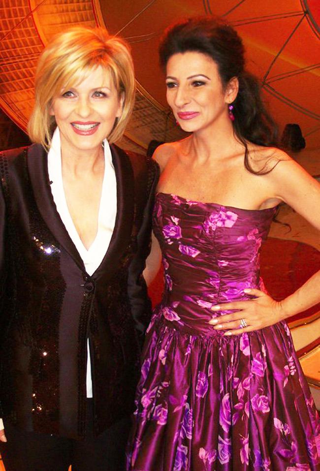 LUCIA ALIBERTI con la presentatrice CARMEN NEBEL durante un TV-Show