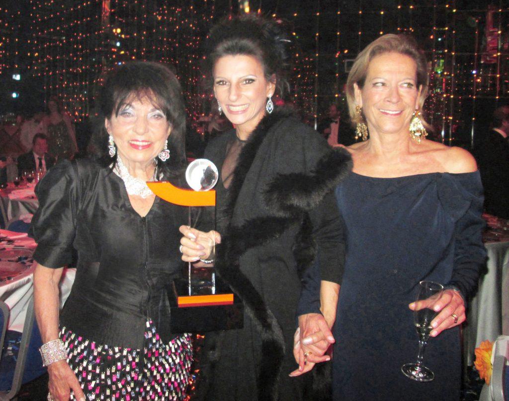 LUCIA ALIBERTI con REGINE SIXT e MARIE VON WALDBURG durante il Gala _Outstanding Achievement Award_ Sporting Club in Montecarlo