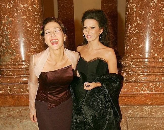 LUCIA ALIBERTI con l'attrice CHRISTINE KAUFMANN durante un Charity Gala a Monaco