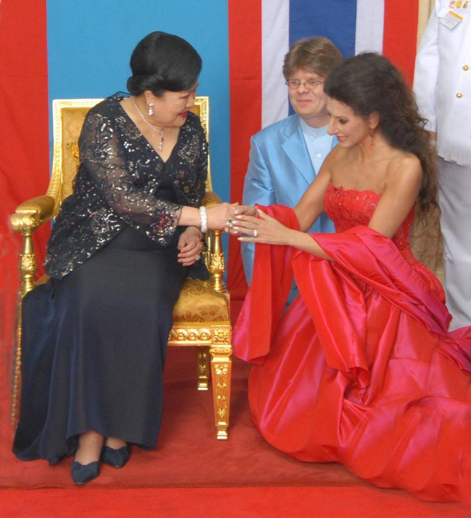 LUCIA ALIBERTI con la Regina _QUEEN SIRIKIT_ di Tailandia ,dopo il Concerto a Bangkok