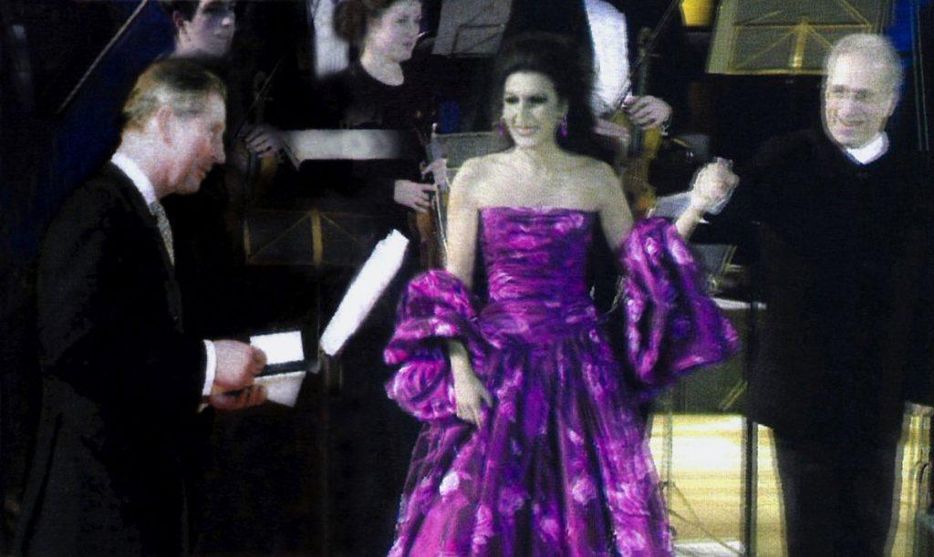 LUCIA-ALIBERTI-e-LAWRENCE-FOSTERricevono-i-Complimenti-dal-Principe-CARLO-DINGHILTERRA-dopo-il-Concerto-a-Parigi