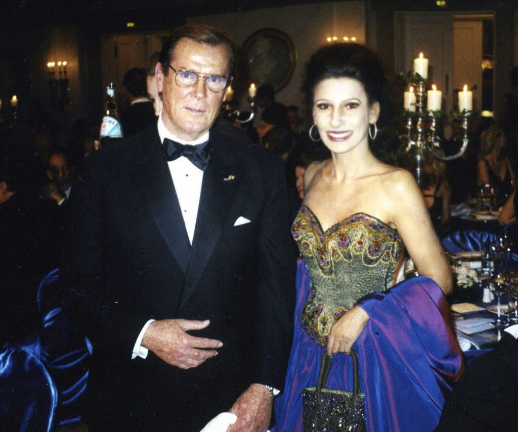 LUCIA ALIBERTI con l'attore leggendario move star Sir ROGER MOORE durante il Berlin Film Festival