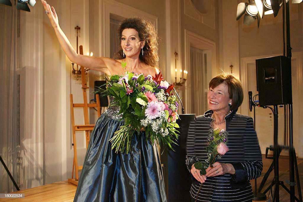 LUCIA ALIBERTI con la First Lady EVA LUISE KOHLER alla Schloss Bellevue in Berlino durante il Concerto